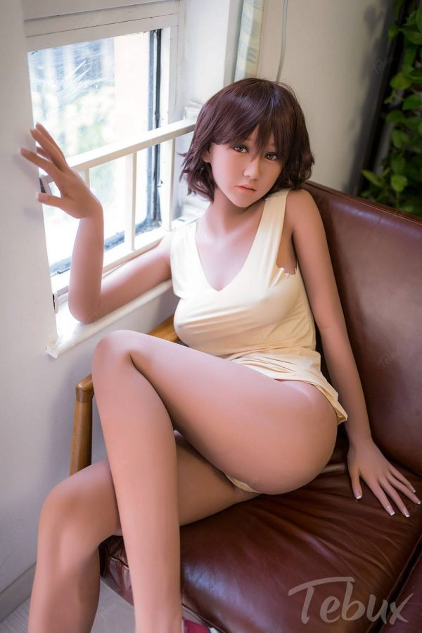 Asian sexdoll Michaela sitting